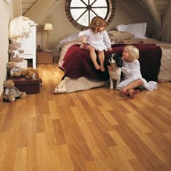 Quick-Step Classic Enhanced Oak Natural Varnished 3 Strip